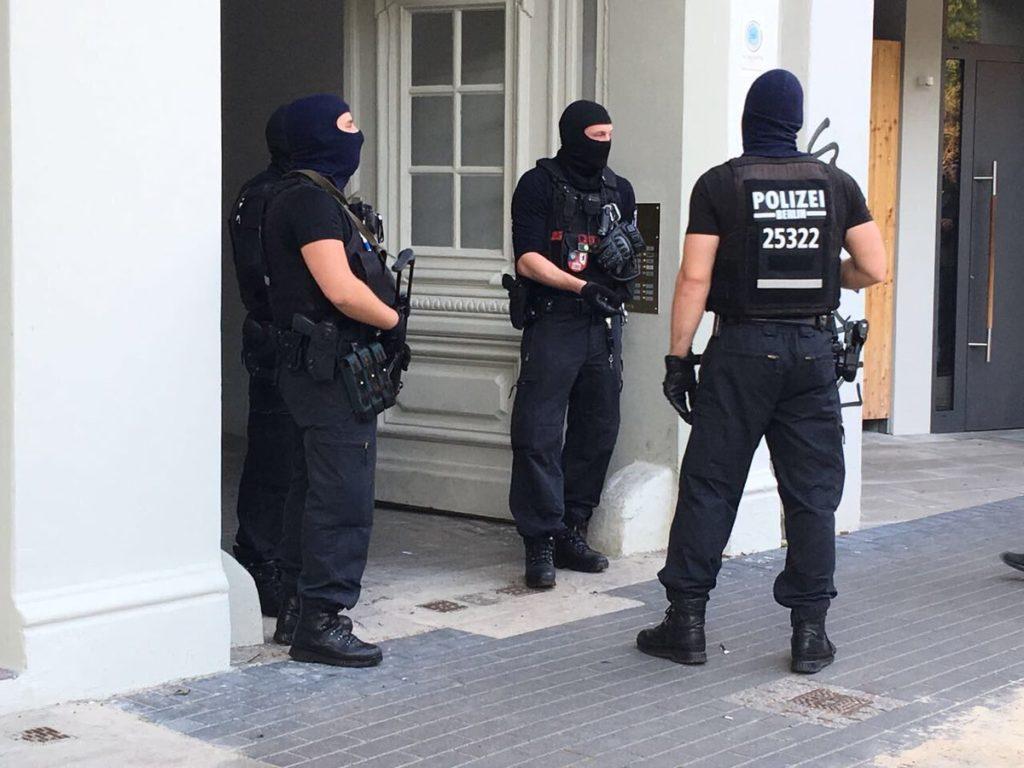 Razzia bei vermeintlichen Goldmünzen-Dieben in Berlin-Neukölln – Festnahme Tatverdächtiger