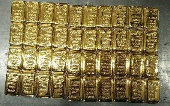 Indien: 11 Goldschmuggler mit Goldbarren im Po erwischt