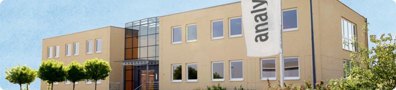 Vertrieb & Verkauf des Goldprüfgeräts Niton XL2 : Firmengebäude der Analyticon Instruments in Rosbach