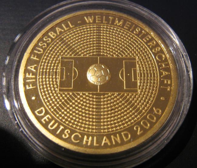 Goldeuro 100 Euro 2005 zur Fußball WM 2006 - Stadionseite